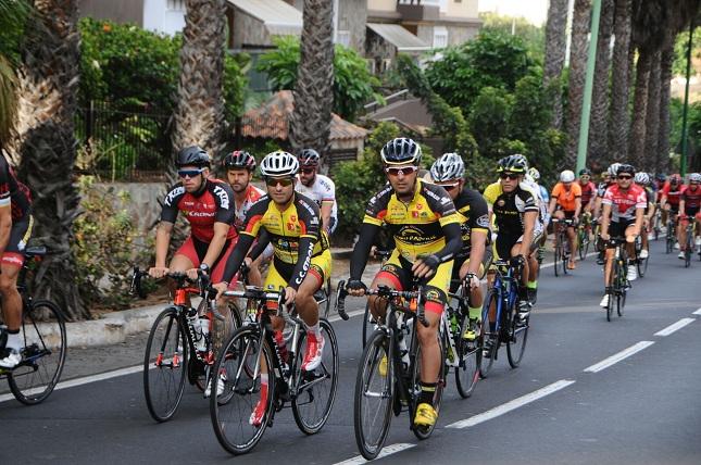 Los ciclistas en el comienzo de la Cicloturista Siam Park